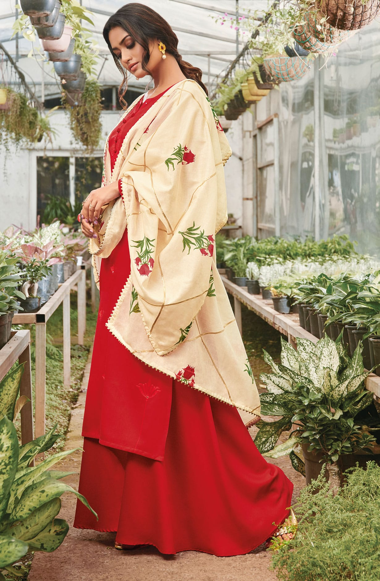 409787f797 Cotton Thread Embroidery Suit Sets In Red | SEL576