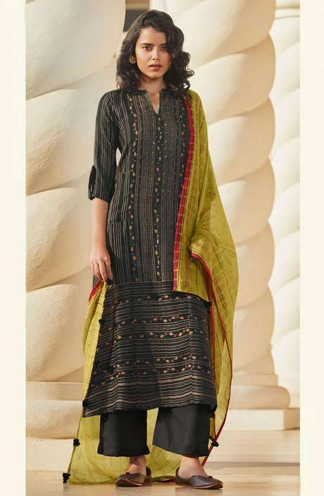 Spun Winterwear Printed Salwar Kameez In Black with Muslin Silk Dupatta - SAG5623